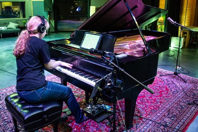 Laurence utilisera les services su Piccolo's Studios pour l'enregistrement de Piano Mirror