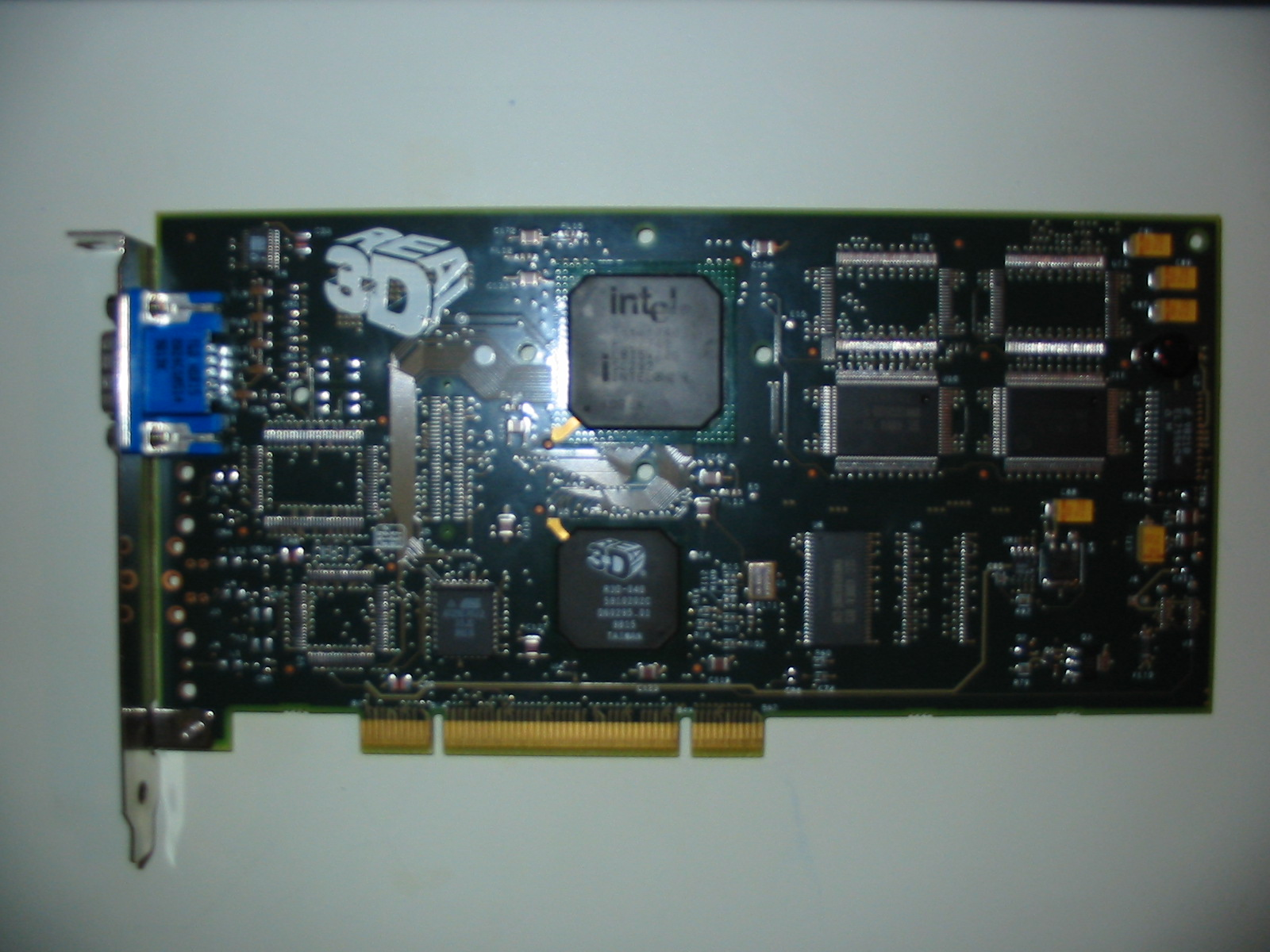 Intel740 (Source : Wikimedia )