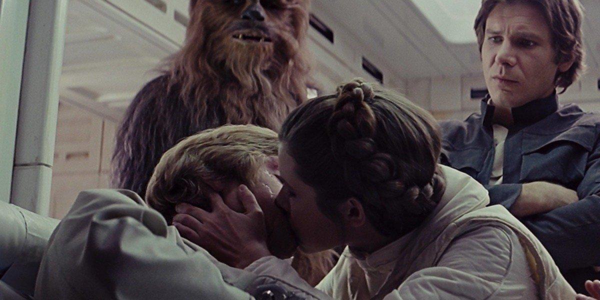 Rien ne laissait présager le lien familial qui unit Luke et Leia lors du tournage du film...