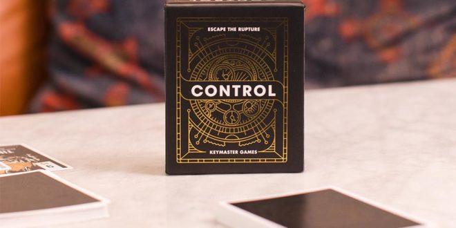Control: un voyage temporel dans un paquet de cartes