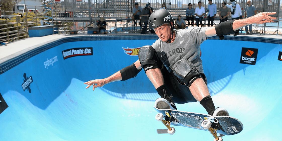 Pouvoir virevolter sur une planche à roulettes comme le célèbre Tony Hawk a fait en sorte que la franchise Tony Hawk Pro-Skater était une des plus populaires de l'histoire.