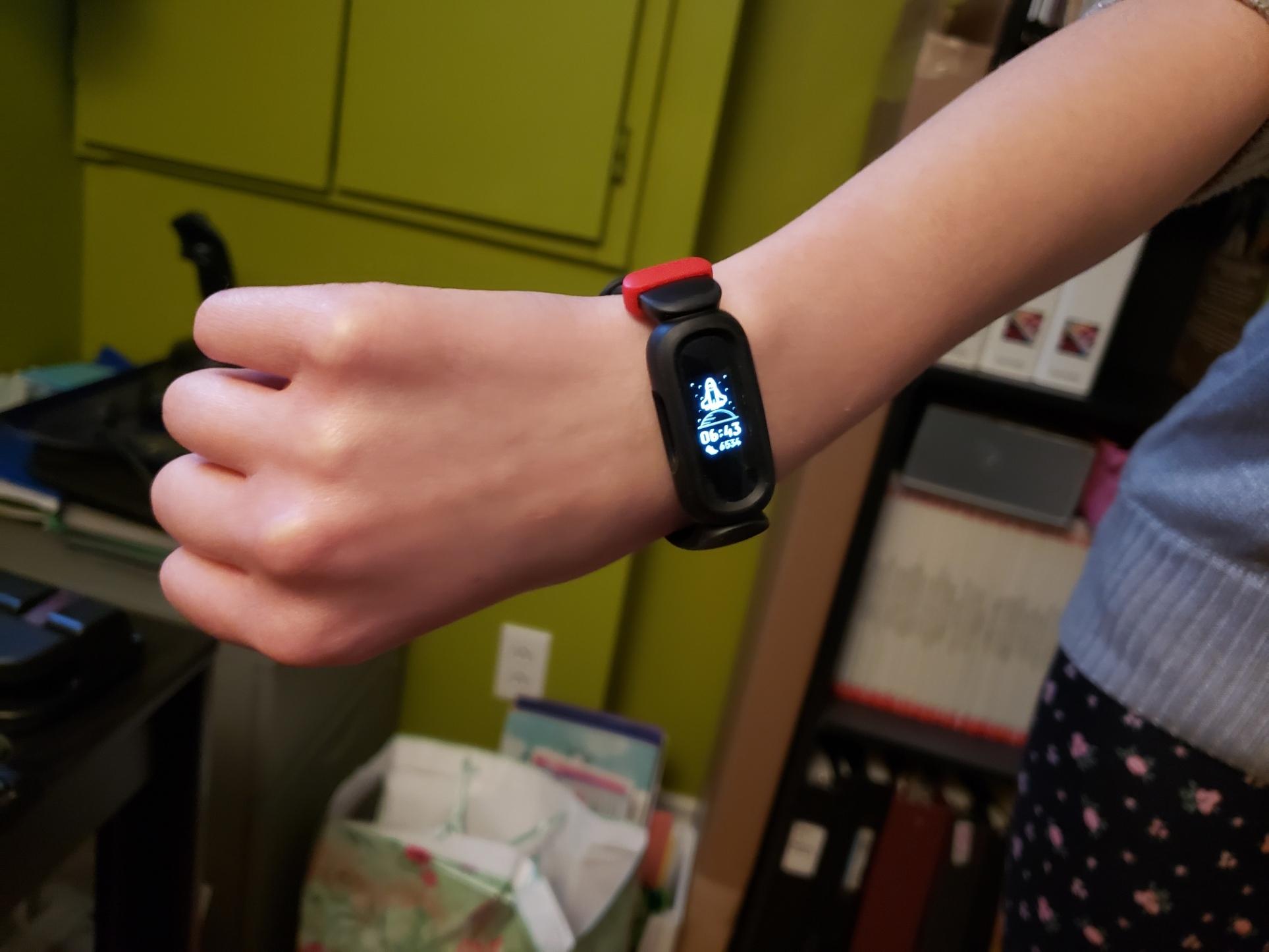 Notre public-cible, ma fille de 13 ans, a beaucoup aimé son expérience avec la montre Fitbit Ace 3