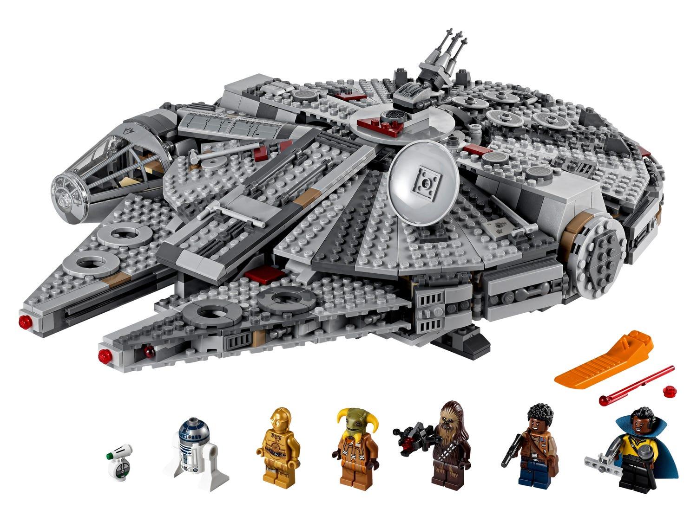 Plusieurs ensembles LEGO sont disponibles, comme celui du célèbre vaisseau de Han Solo, le Faucon Millenium
